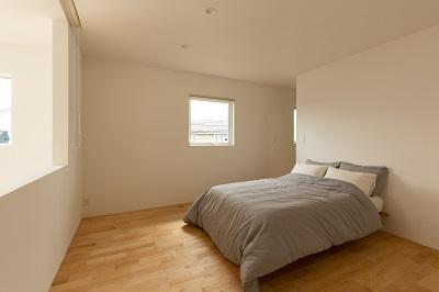 上越市新築住宅 注文住宅 すっきりシンプル 広々キッチン パントリー 生活感を抑える 寝室