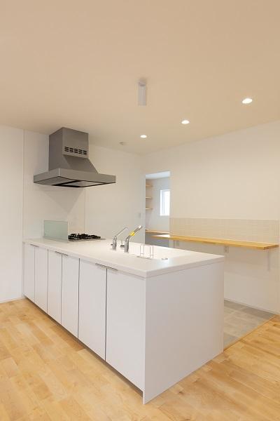 上越市新築住宅 注文住宅 すっきりシンプル 広々キッチン パントリー 生活感を抑える