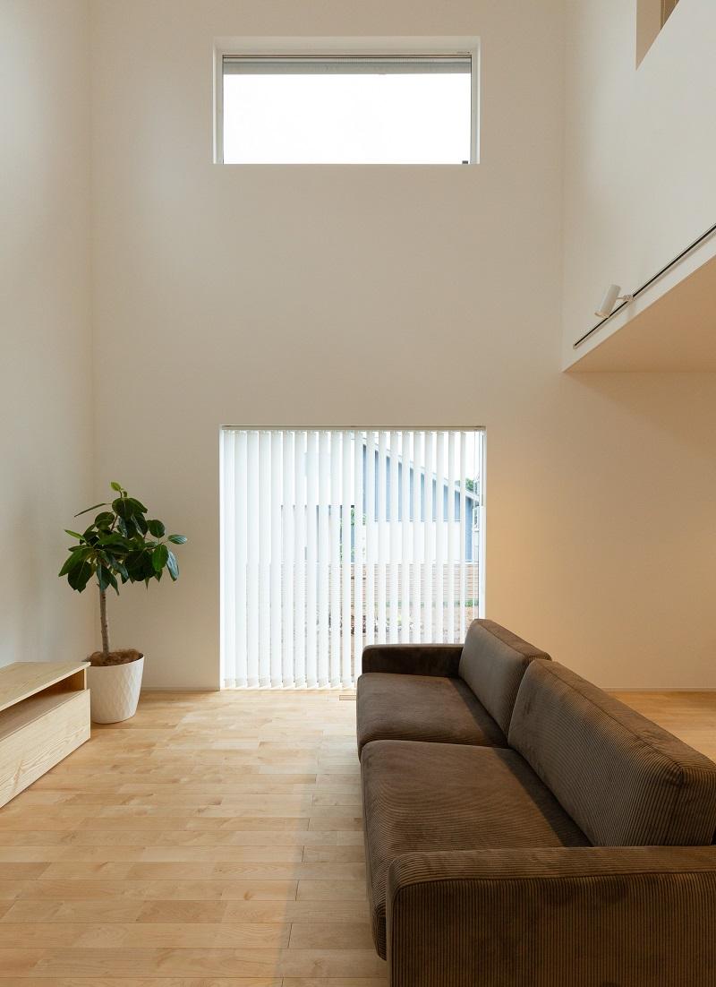 上越市新築住宅 注文住宅 すっきりシンプル 広々キッチン パントリー 生活感を抑える サンルームとウォークインクローゼット