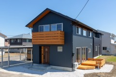 上越市新築住宅|注文住宅|自然を感じる|木の家|バルコニー|デッキ|糸魚川の杉