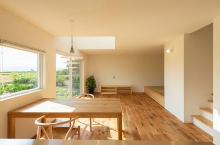 上越市新築住宅|注文住宅|ミニマリスト|シンプル|家を建てるのが夢|リビングダイニング|吹き抜け|小上がり|畳|