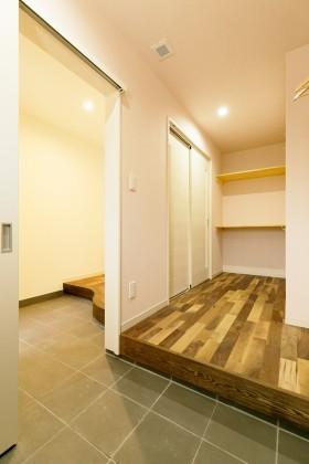 糸魚川市横町新築住宅|注文住宅|ストレスフリー|省エネ・高気密・高断熱性能|長期優良住宅|シンプルモダン|玄関