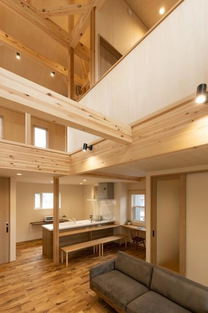 |上越市新築住宅|注文住宅|ブランコのある家|子育て|木の温もり|子どものいる暮らし|のびのびと過ごせる家|家族と過ごす家|遊び心のある家|