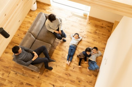  上越市新築住宅 注文住宅 ブランコのある家 子育て 木の温もり 子どものいる暮らし のびのびと過ごせる家 家族と過ごす家 遊び心のある家 
